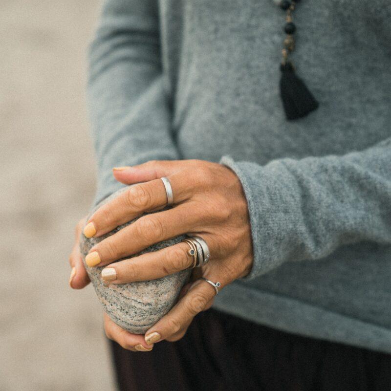 Uddan og fordyb dig i restorativ yoga